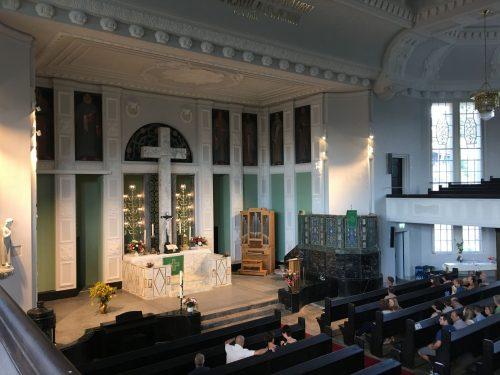 Friedenskirche Aue Zelle Reprofilierung der Stuckelemente Neuanstrich mittels Leimfarben in verschiedenen Farbtoenen