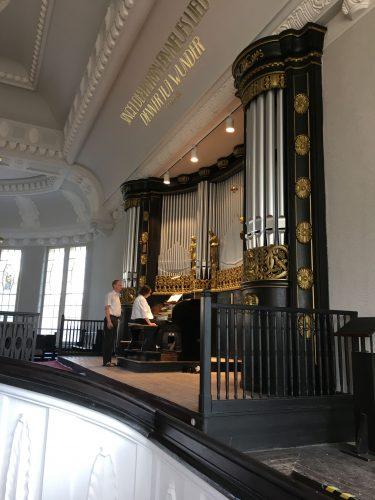 Friedenskirche Aue Zelle Ueberarbeitung der Holz und Metallflaechen der Orgel