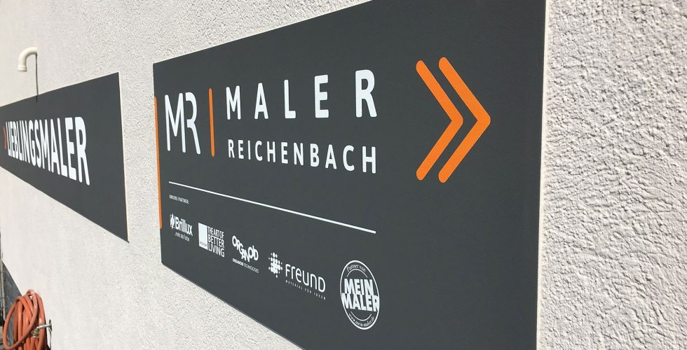 Maler Reichenbach im Vogtland - Planung, Gestaltung und Umsetzung eines Firmenlogos mit Claim an der Aussenfassade 2