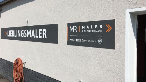 Maler Reichenbach im Vogtland - Planung, Gestaltung und Umsetzung eines Firmenlogos mit Claim an der Aussenfassade 3
